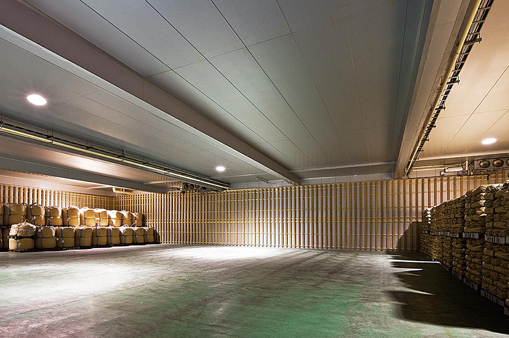 米倉庫:内壁・天井(スプラインジョイント)
